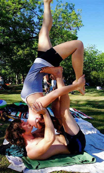 Acroyoga การฝึกโยคะเพื่อเสริมสร้างความสัมพันธ์