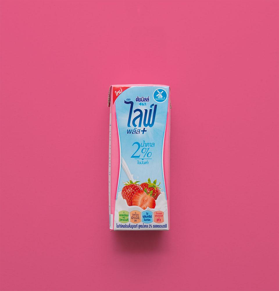 ดัชมิลล์ 4 IN 1 ไลฟ์พลัส สูตรน้ำตาล 2% รสสตรอเบอร์รี่