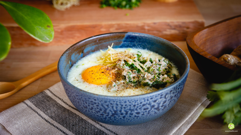 โจ๊กไข่ขาวกับหมูสับผักชี