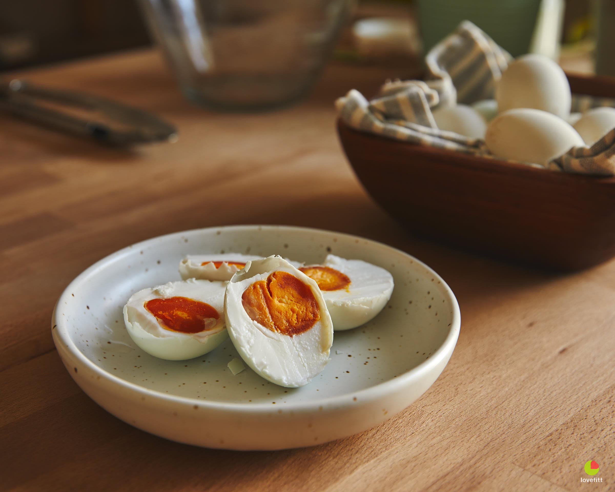 ไข่เค็มแบ่งหั่นครึ่ง